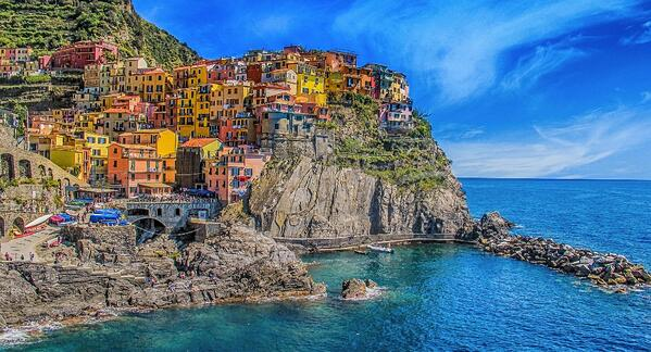 Colourful homes set against the Riomaggiore cliffside in italy