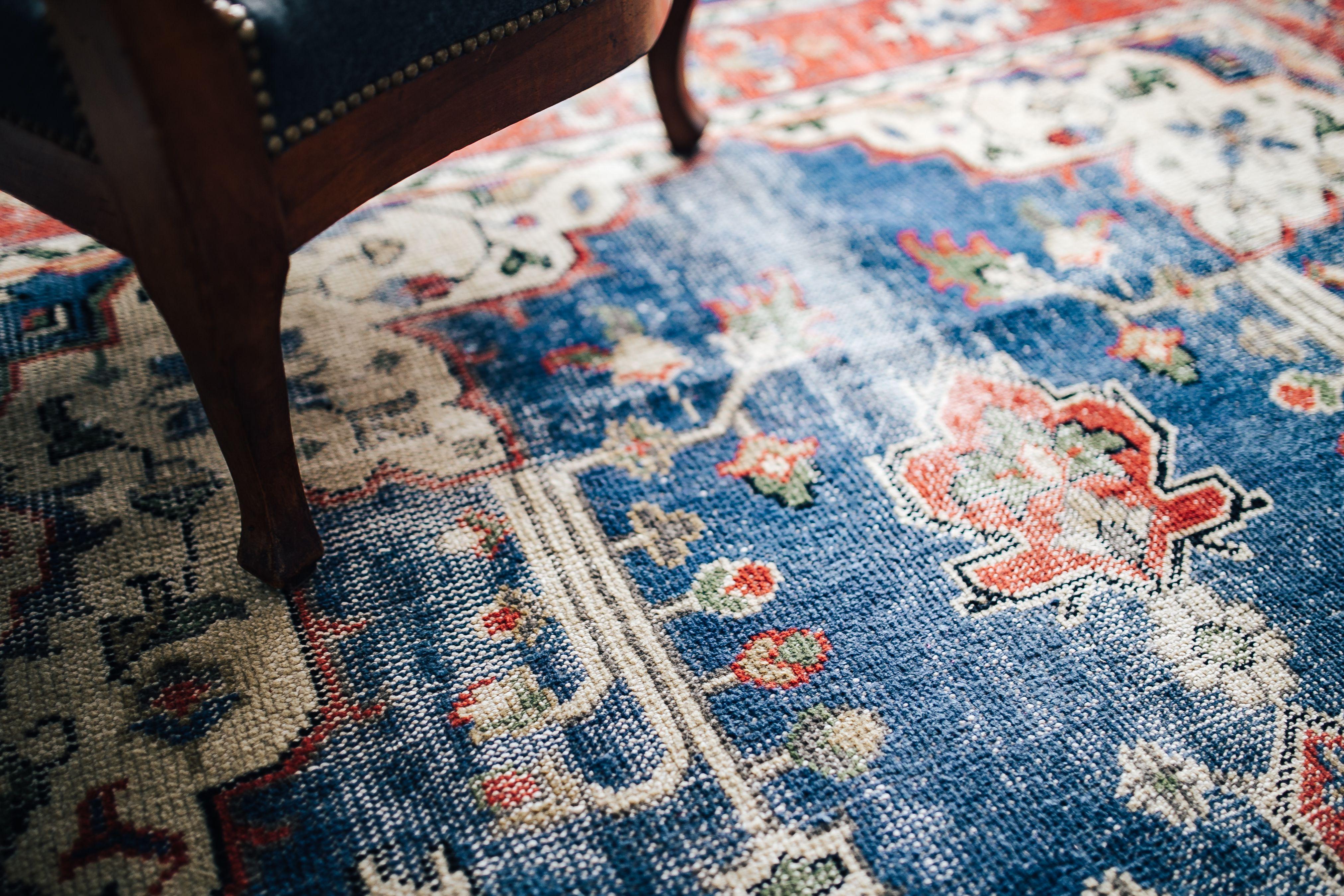kaboompics_Closeup of carpet-1